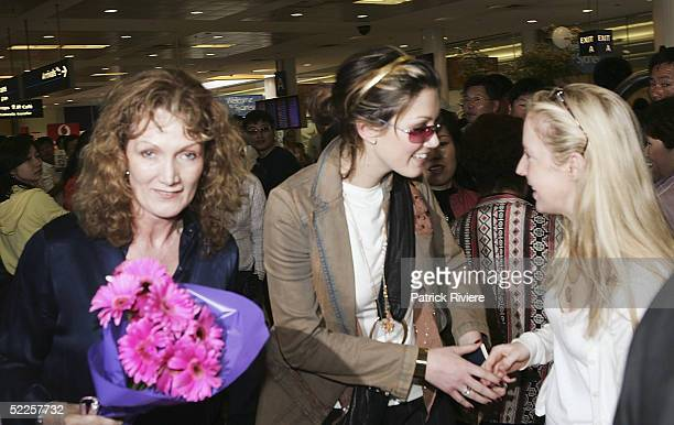 Singer Delta Goodrem arrives at Sydney Airport from England on March 1 2005 in Sydney Australia Goodrem shown with her mother Lea has returned to her...