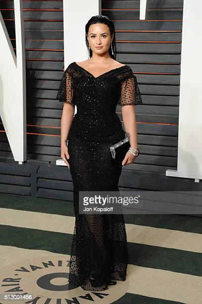 Singer Demi Lovato attends the 2016 Vanity Fair Oscar Party hosted By Graydon Carter at Wallis Annenberg Center for the Performing Arts on February...