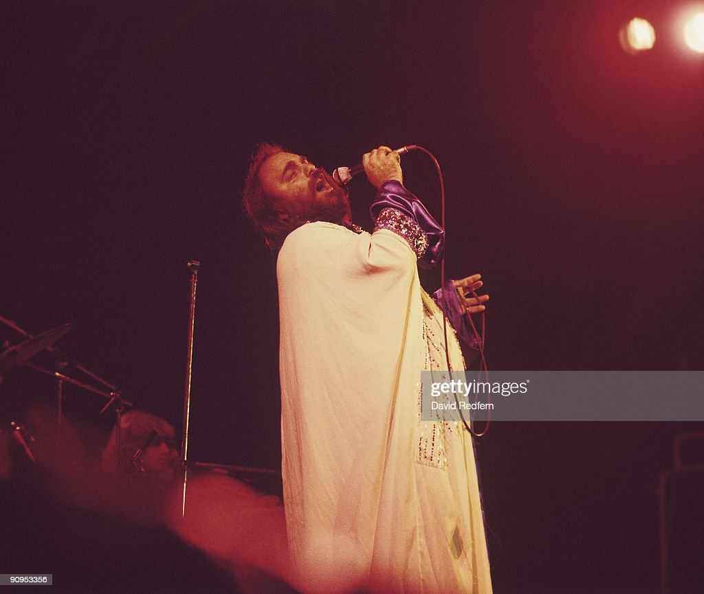 Demis Roussos Performs On Stage : News Photo