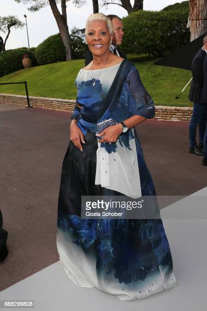 Singer Dionne Warwick arrives at the amfAR Gala Cannes 2017 at Hotel du CapEdenRoc on May 25 2017 in Cap d'Antibes France