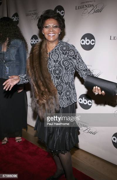 Singer Dionne Warwick attends the screening of Oprah Winfrey's Legends Ball at JP Morgan Library May 11 2006 in New York City