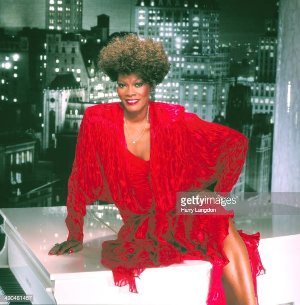 Singer Dionne Warwick poses for a portrait in 1985 in Los Angeles California