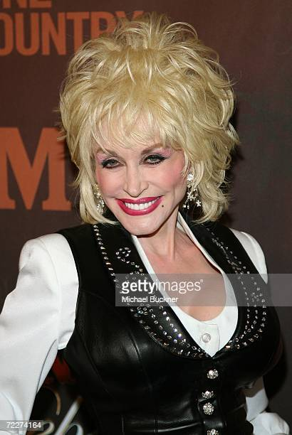 Singer Dolly Parton arrives at the Country Music Television's CMT Giants honoring Reba McEntire at the Kodak Theatre on October 26 2006 in Hollywood...