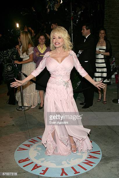 Singer Dolly Parton arrives at the Vanity Fair Oscar Party at Mortons on March 5 2006 in West Hollywood California