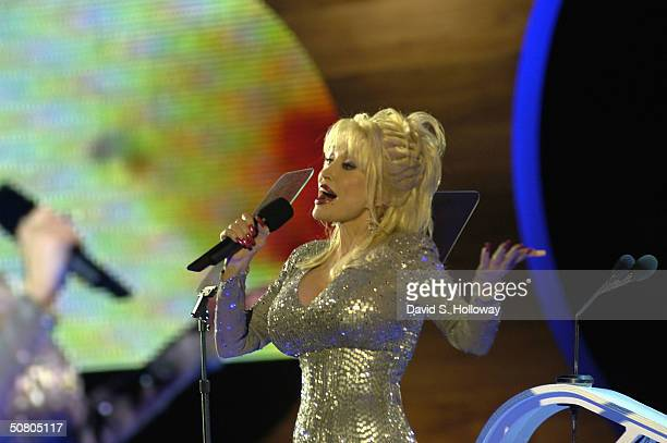 Singer Dolly Parton performs at MTV Networks UpFront at The Theater at Madison Square Garden May 5, 2004 in New York City.