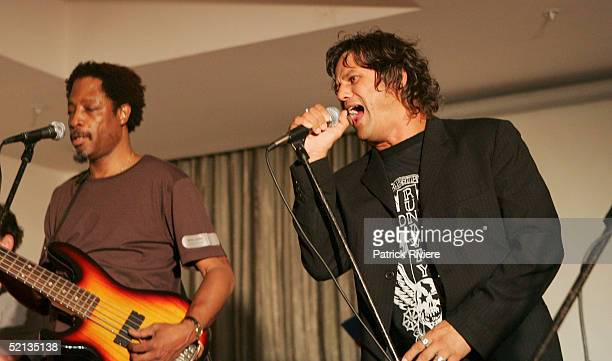 Singer Doug Williams performs with singer Jon Stevens at the Gift Of Life Charity event at the New South Wales League Club January 4 2005 in Sydney...