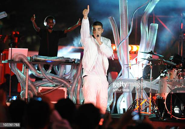 Singer Drake performs at the 21st Annual MuchMusic Video Awards at the MuchMusic HQ on June 20 2010 in Toronto Canada