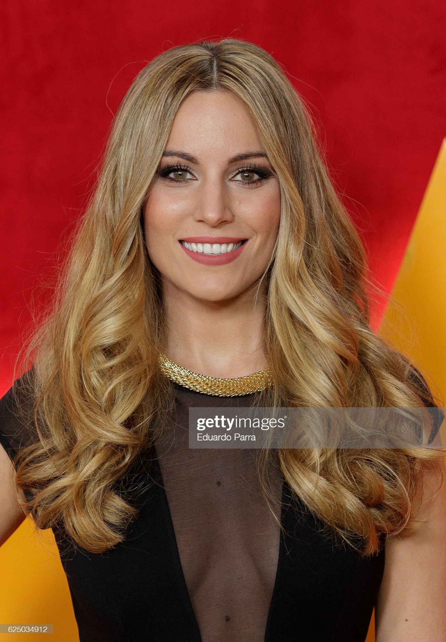 COLOR DE OJOS (clasificación y debate de personas famosas) Singer-edurne-garcia-attends-the-got-talent-tv-show-photocall-at-picture-id625034912?s=2048x2048