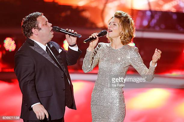Singer Ella Endlich and british tenor Paul Potts perform at the tv show 'Die schoensten Weihnachtshits' on November 30 2016 in Munich Germany