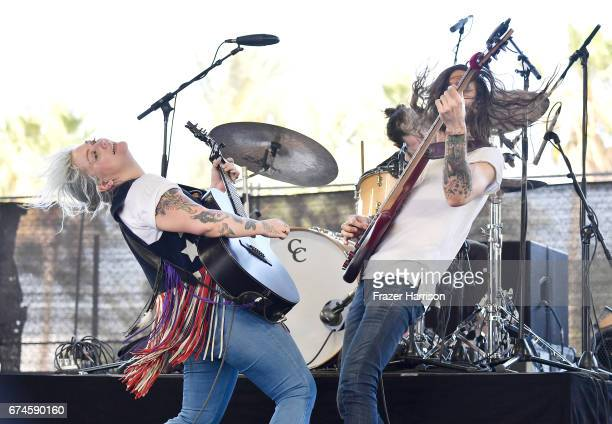 Singer Elle King performs on the Palomino Stage during day 1 of 2017 Stagecoach California's Country Music Festival at the Empire Polo Club on April...