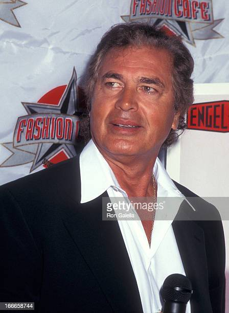 Singer Engelbert Humperdinck donates his tuxedo and album After Dark to the Fashion Cafe on August 5 1996 at the Fashion Cafe in New York City