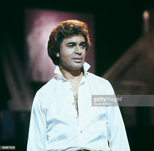 Singer Engelbert Humperdinck performs on a television show circa 1970