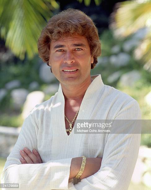 Singer Engelbert Humperdinck poses for photo circa 1983