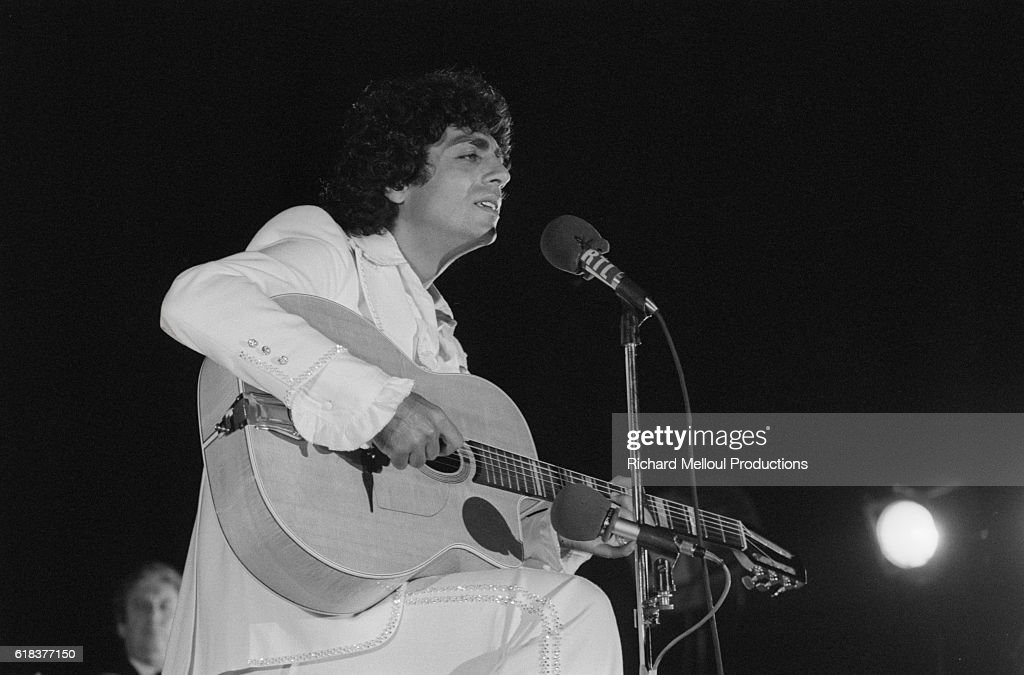 Singer Enrico Macias Performing on Stage : News Photo