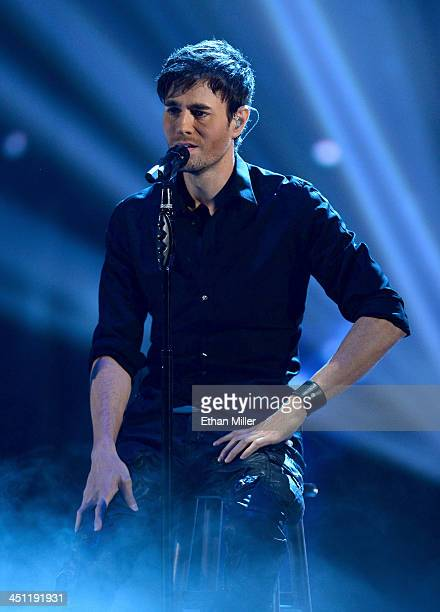 Singer Enrique Iglesias peforms onstage during the 14th Annual Latin GRAMMY Awards held at the Mandalay Bay Events Center on November 21 2013 in Las...
