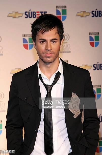 Singer Enrique Iglesias poses in the press room during Premio Lo Nuestro at the American Airlines Arena on February 21 2008 in Miami Florida