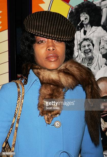 Singer Erykah Badu arrives at the premiere of Dave Chappelle's Block Party at Loews Theaters February 28 2006 in New York City