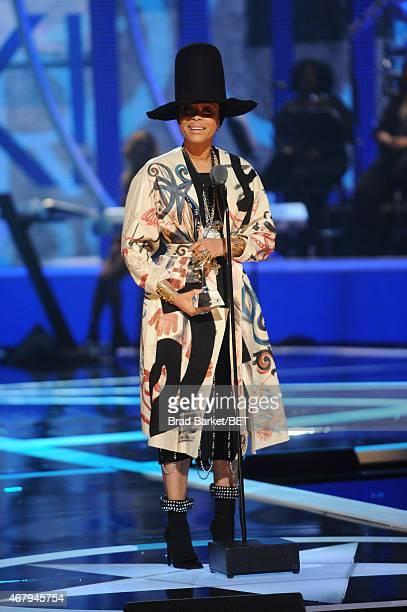 Singer Erykah Badu speaks onstage during 'Black Girls Rock' BET Special at NJPAC – Prudential Hall on March 28 2015 in Newark New Jersey
