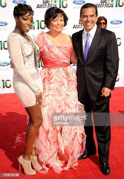 Singer Estelle, BET CEO Debra Lee and Los Angeles Mayor Antonio Villaraigosa arrive at the 2010 BET Awards held at the Shrine Auditorium on June 27,...