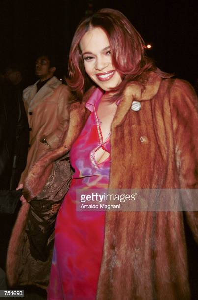 Singer Faith Evans arrives for the Sean John collection fashion show February 10 2001 in New York City The Sean John collection part of Sean Puffy...