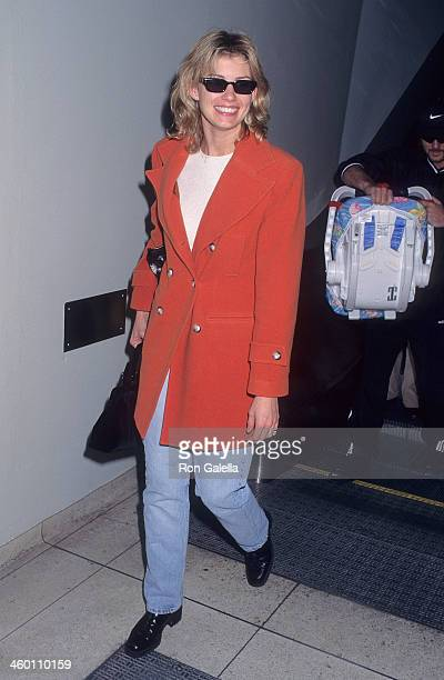 Singer Faith Hill arrives from Nashville, Tennessee on November 17, 1997 at the Los Angeles International Airport in Los Angeles, California.