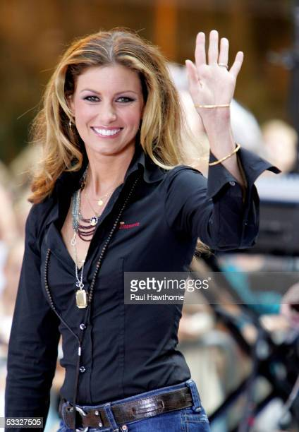 """Singer Faith Hill performs onstage during the Toyota Concert Series on the """"Today"""" show August 5, 2005 in New York City."""