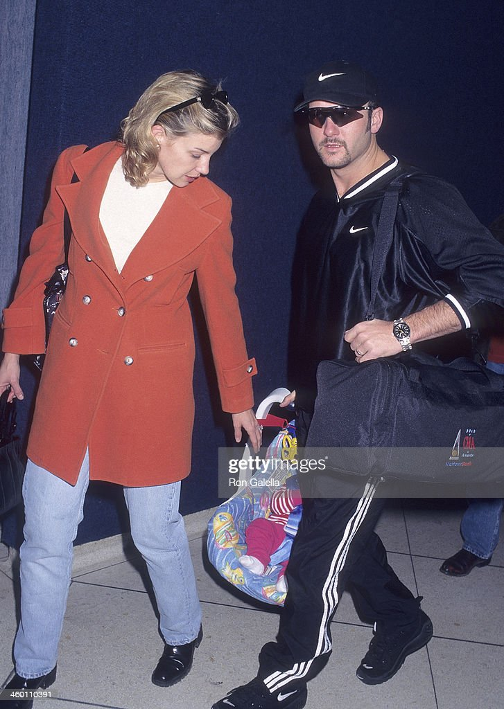 Faith Hill, Tim McGraw daughter Gracie McGraw arrive at the Los Angeles International Airport from Nashville : News Photo