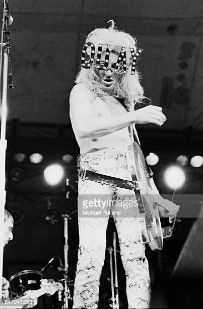 Singer Fee Waybill performing with American rock group The Tubes at the Dr Pepper Central Park Music Festival at Wollman Rink in Central Park New...