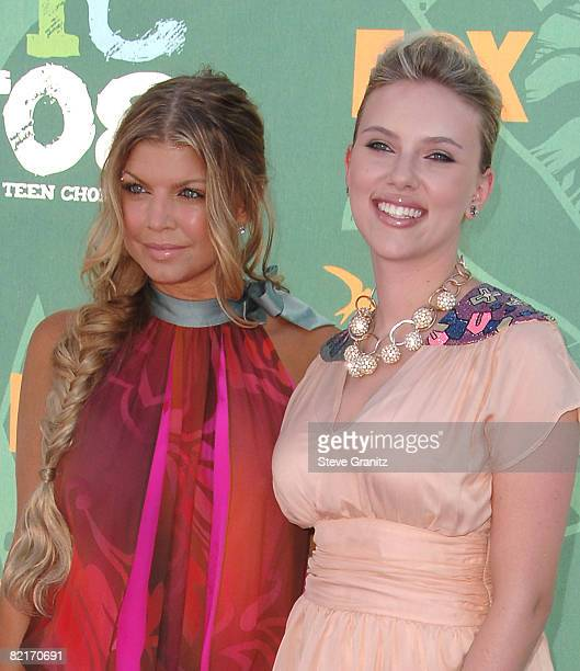 Singer Fergie and actress Scarlett Johansson arrive at the 2008 Teen Choice Awards at Gibson Amphitheater on August 3 2008 in Los Angeles California