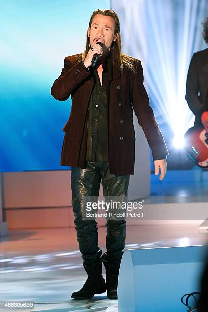 Singer Florent Pagny performs and present his new album 'Vieillir avec toi' at the 'Vivement Dimanche' French TV show. Held at Pavillon Gabriel on...