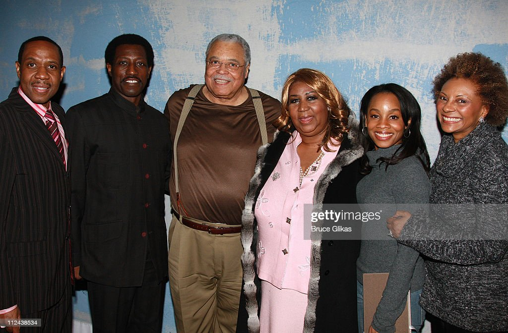 """Aretha Franklin celebrates her 66th Birthday backstage at """"Cat on a Hot Tin"""