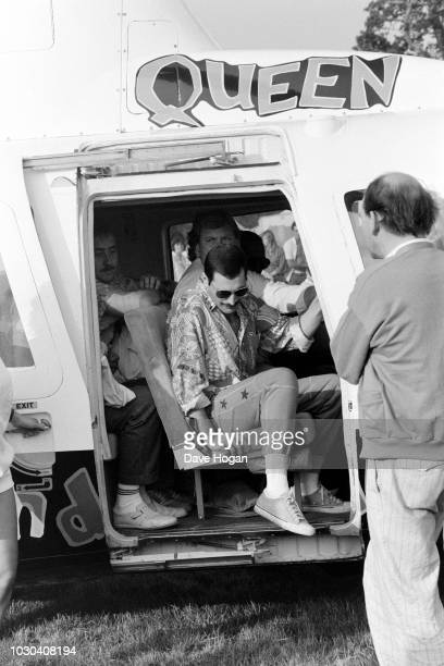 Singer Freddie Mercury of British rock band Queen arrives at the Knebworth Festival by helicopter, 9th August 1986.