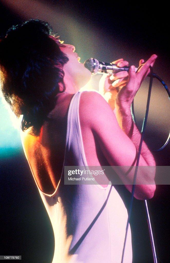 Freddie Mercury Of Queen On Stage : News Photo