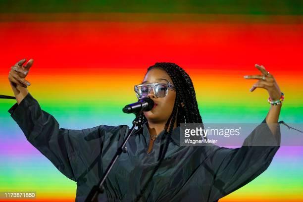 Singer Gabriella Wilson H.E.R performs at Palco Mundo at Cidade do Rock on October 5, 2019 in Rio de Janeiro, Brazil.