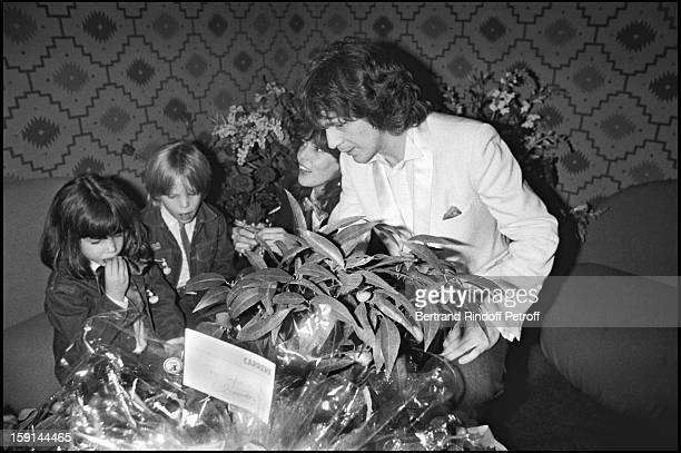 Singer Gerard Lenorman in his dressing room with his wife Caroline and their children after his premiere at the Palais Des Congres venue in Paris in...