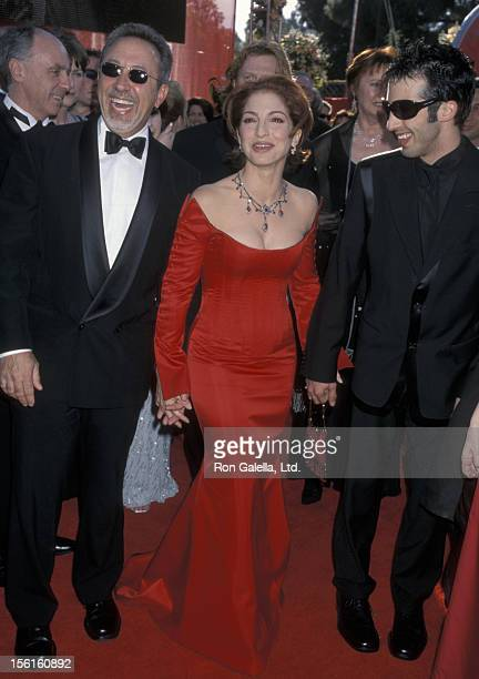 Singer Gloria Estefan husband Emilio Estefan and son Nayib Estefan attending 72nd Annual Academy Awards on March 26 2000 at Shrine Auditorium in Los...