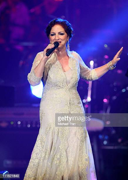 Singer Gloria Estefan performs onstage during the 2008 Latin Recording Academy Person of the Year awards tribute to her held at the George R Brown...