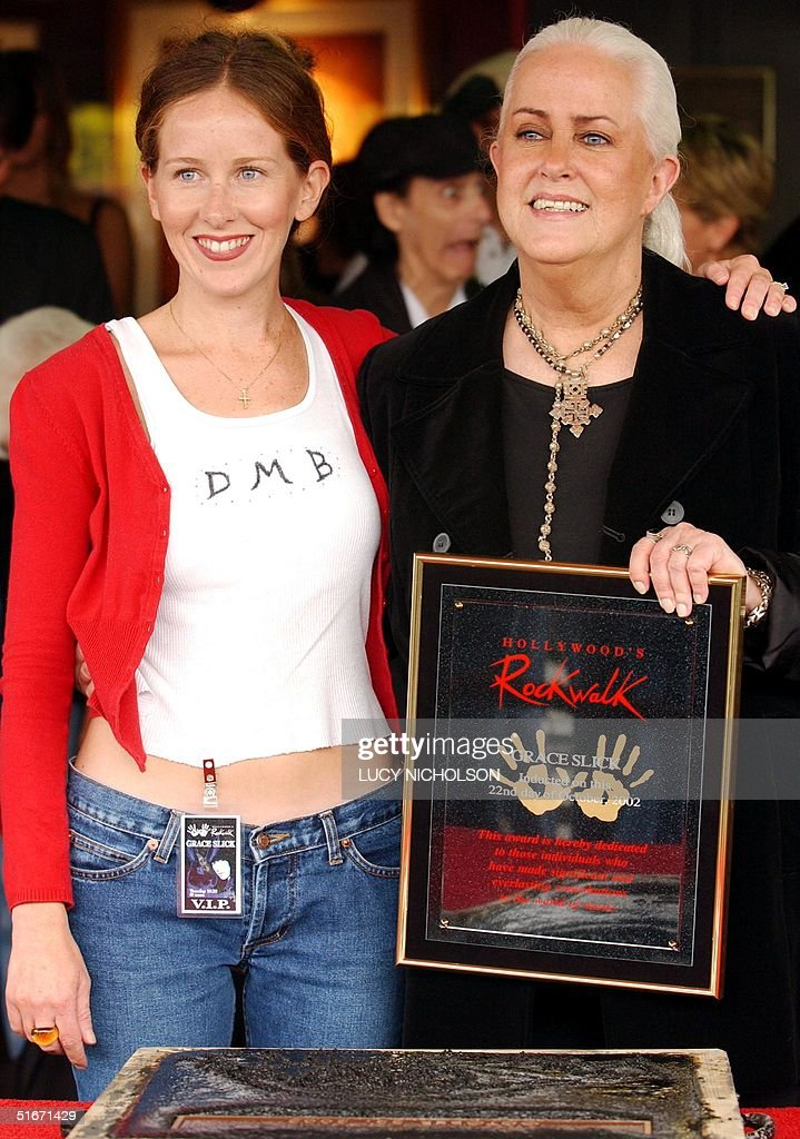 US singer Grace Slick (R) poses with her daughter : News Photo