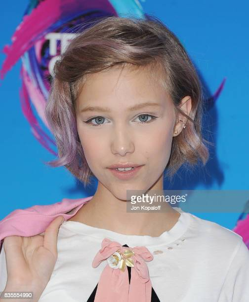 Singer Grace VanderWaal arrives at the Teen Choice Awards 2017 at Galen Center on August 13, 2017 in Los Angeles, California.