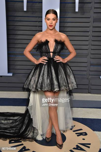 Singer Hailee Steinfeld attends the 2018 Vanity Fair Oscar Party hosted by Radhika Jones at Wallis Annenberg Center for the Performing Arts on March...