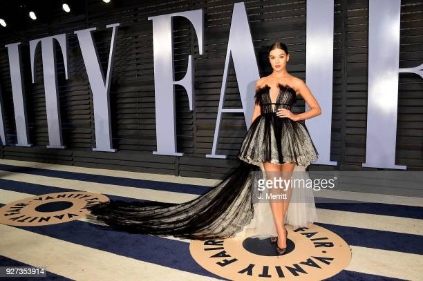 Singer Hailee Steinfeld attends the 2018 Vanity Fair Oscar Party hosted by Radhika Jones at the Wallis Annenberg Center for the Performing Arts on...