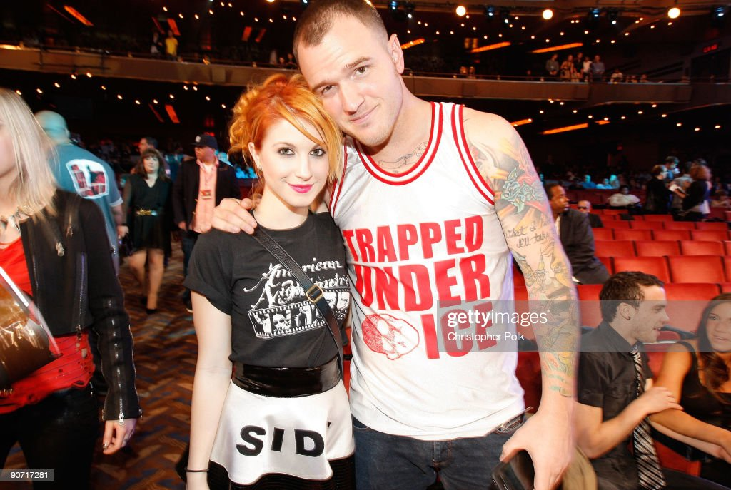 Singer Haley Williams of Paramore and guest attend the 2009 MTV Video Music Awards at Radio City Music Hall on September 13, 2009 in New York City.