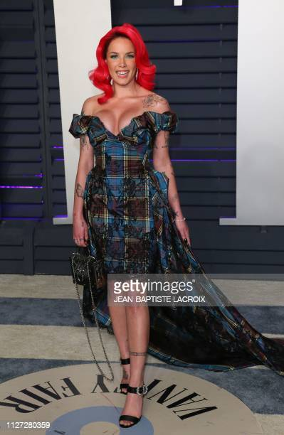 Singer Halsey attends the 2019 Vanity Fair Oscar Party following the 91st Academy Awards at The Wallis Annenberg Center for the Performing Arts in...