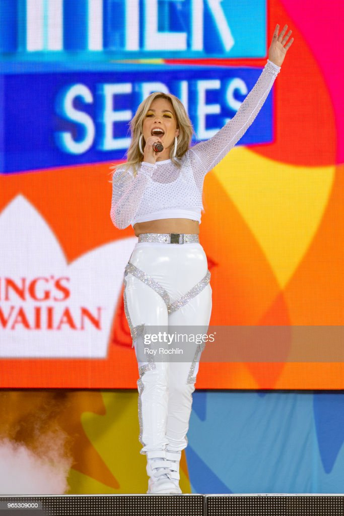 Halsey Performs on ABC's 'Good Morning America' : News Photo