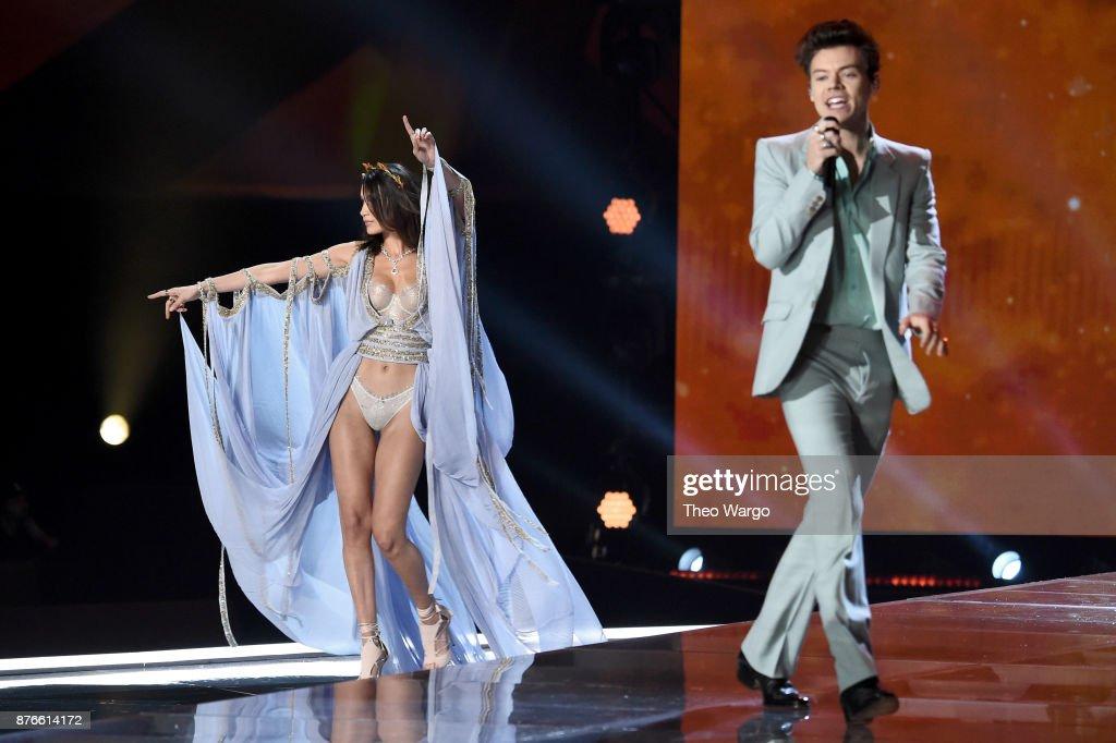 2017 Victoria's Secret Fashion Show In Shanghai - Show : Photo d'actualité