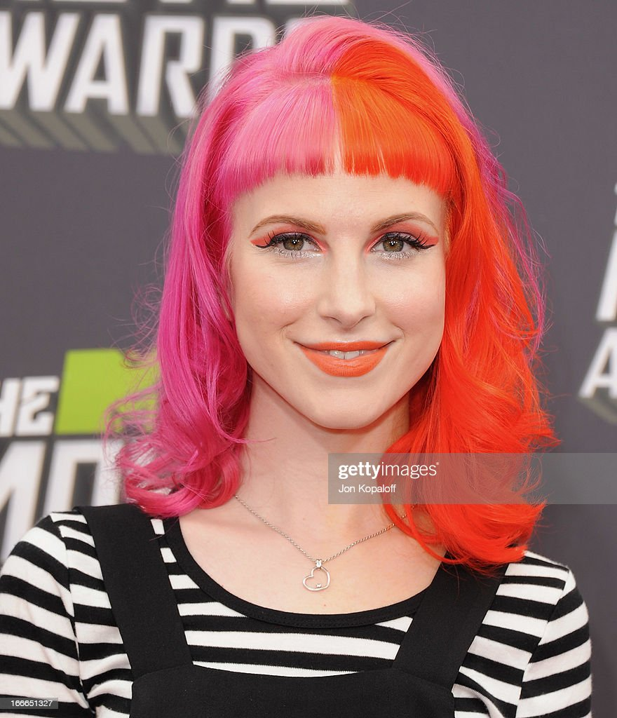 Singer Hayley Williams of Paramore arrives at the 2013 MTV Movie Awards at Sony Pictures Studios on April 14, 2013 in Culver City, California.