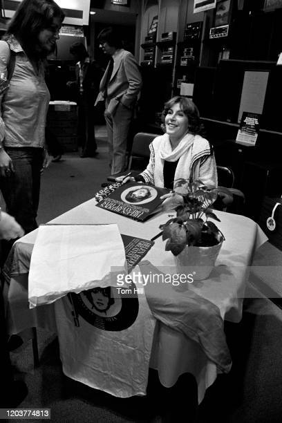 Singer Helen Reddy greets fans and signs autographs at an instore appearance at Franklin Music on March 24, 1976 in Atlanta, Georgia.