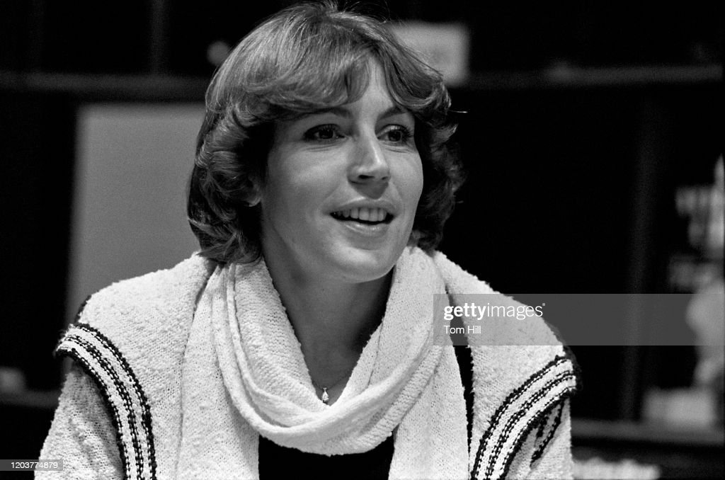 Helen Reddy Makes Instore Appearance At Franklin Music, Atlanta : News Photo