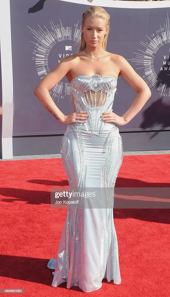 Singer Iggy Azalea arrives at the 2014 MTV Video Music Awards at The Forum on August 24, 2014 in Inglewood, California.