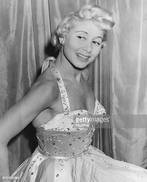 Singer Irène Hilda at the Mayfair Hotel in London 11th April 1953